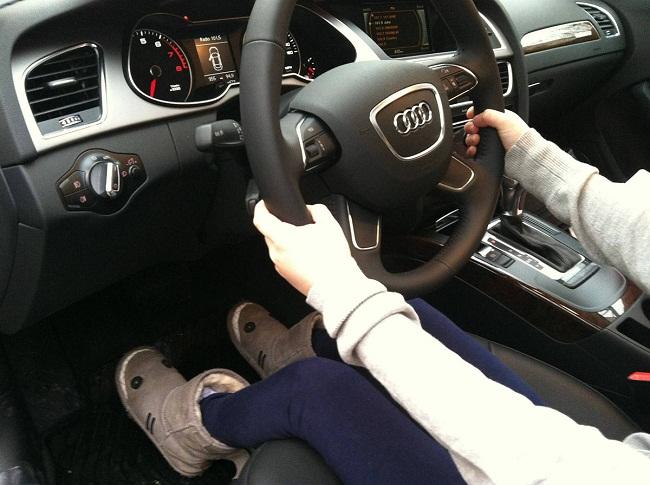 Bật mí 4 mẹo nhỏ cho người thấp bé lái xe an toàn và thỏa mái