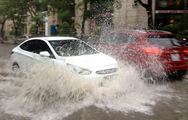 Những lời khuyên khi lái xe qua đường ngập nước