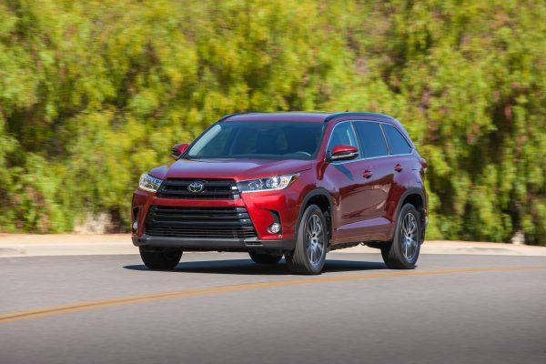 Toyota Highlander mẫu xe ô tô gia đình có động cơ bền bỉ