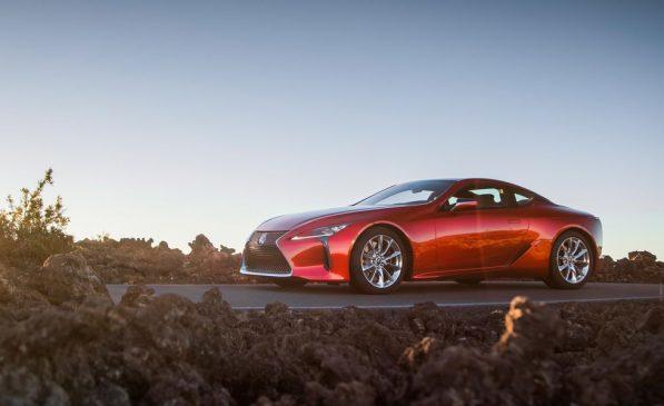 Người hâm mộ phát cuồng vì các loại xe ô tô đẹp nhất thế giới